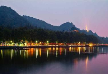 江南奇妙夜 上海迪士尼乐园+湖州龙之梦动物乐园+苏州+杭州+水乡乌镇双飞六日游